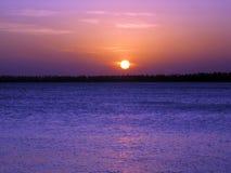 在SerrambÃ北部巴西海滩的美好的日落  库存照片