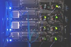 在serv的机架安装的强有力的服务器后板  库存照片