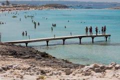 在Ses Illetes海滩和石头在福门特拉岛靠岸 库存图片