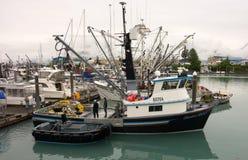 在seward的一条商业捕鱼业小船 免版税库存图片