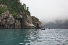 在Seward,阿拉斯加附近的三文鱼渔船 免版税图库摄影