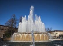 在Sforza城堡的喷泉 免版税库存照片