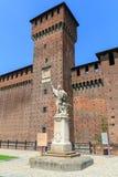 在Sforzesco城堡的圣乔凡尼内波穆塞诺雕象在米兰 免版税库存照片