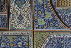 在Shah的madrasa母亲,伊斯法罕,伊朗的波斯马赛克 库存照片