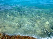在shallows的清楚的水 免版税库存图片