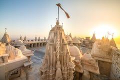在Shatrunjaya小山顶部的耆那教的寺庙 免版税库存照片