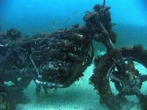 一辆被淹没的摩托车 库存照片