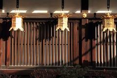在Shimogamo寺庙,京都的日本灯笼 免版税库存图片
