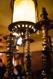 在shisha的水烟筒热的煤炭滚保龄球有黑背景 时髦的东方shisha 五颜六色的射击 免版税库存图片