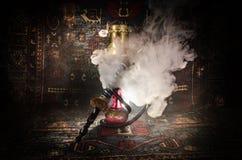 在shisha的水烟筒热的煤炭滚保龄球有黑背景 时髦的东方shisha Shisha概念 复制空间 库存图片