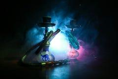 在shisha的水烟筒热的煤炭滚保龄球有黑背景 时髦的东方shisha Shisha概念 选择聚焦 图库摄影