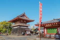 在Shitennoji寺庙的北部钟楼在大阪,日本 库存照片