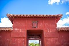 在Shurijo城堡,冲绳岛的Kofukumon门 免版税库存图片