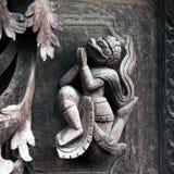 在Shwe南Daw Kyaung,缅甸的古老被雕刻的木图 库存图片