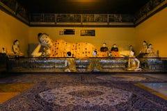 在Shwedagon,仰光,缅甸的菩萨雕象 免版税库存照片