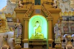 在Shwedagon,仰光,缅甸的菩萨雕象 库存图片