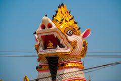 在Shwemawdaw塔的Chinthe,在缅甸的Bago 缅甸 免版税库存图片