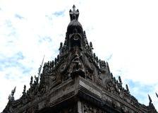 在Shwenandaw修道院的雕刻 库存图片