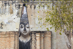 在Si密友寺庙的Phra Achana (菩萨图象)在Sukhothai喂 库存照片
