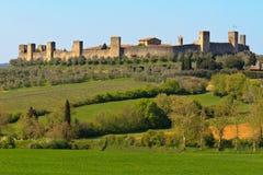 在siena附近的城市monteriggioni 免版税图库摄影