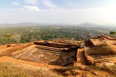 在Sigiriya狮子的岩石宫殿顶部的废墟 免版税图库摄影