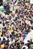 在Silom路,曼谷,泰国2014年4月15日的Songkarn节日 免版税图库摄影