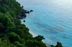 在Similan海岛拍一张照片观点的早晨 免版税图库摄影