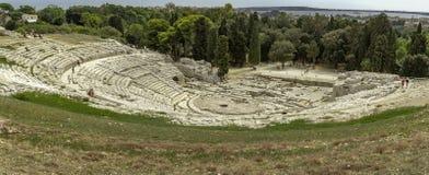 在Siracuse的著名假期目的地的历史的罗马Anphitheater在西西里岛 图库摄影