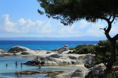 在Sithonia半岛希腊的Portokali海滩在Sarti镇附近 库存图片