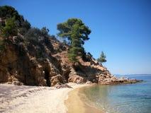 在Sithonia,希腊的狂放的海滩 库存图片