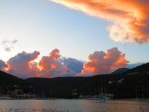 在Sivota海湾的日落在莱夫卡斯州海岛上 免版税库存照片