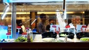 在Sizzler餐馆中央西部门泰国的沙拉柜台 免版税库存照片