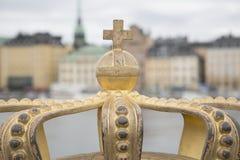 在Skeppsholm桥梁- Skeppsholmsbron的金黄冠1861;Stoc 免版税图库摄影