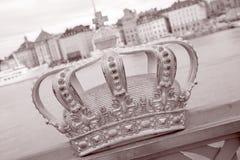 在Skeppsholm桥梁- Skeppsholmsbron 1861, Stoc的金黄冠 库存照片