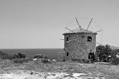 在Skinari海角附近的扎金索斯州风车 图库摄影