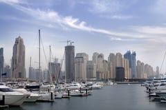在skycrapers的迪拜海滨广场 免版税库存照片