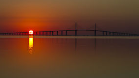 在Skyway桥梁的日出 库存照片