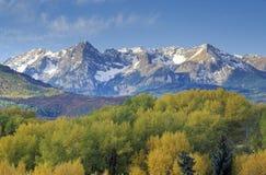在Sneffels山脉的威尔逊峰顶,达拉斯分界,前条美元大农场路,科罗拉多 免版税图库摄影