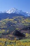 在Sneffels山脉的威尔逊峰顶,达拉斯分界,前条美元大农场路,科罗拉多 免版税库存图片