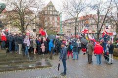 在Sobieski 1月III纪念碑附近的人群在全国美国独立日在格但斯克在波兰 Celebra 免版税库存图片