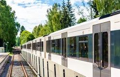 在Sognsvann驻地的地铁火车在奥斯陆 库存照片