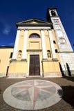 在solbiate亚诺河老教会封锁了ital砖的边路 库存图片