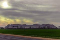在Soligorsk附近的矸子山 图库摄影