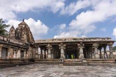 在Somanayaki寺庙附近的曼达帕姆在Chennakeshava寺庙 图库摄影