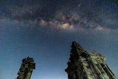 在Songo Gedong寺庙的担任主角的夜 库存图片