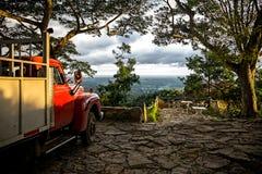 在Soroa,坎德拉里亚角的老卡车 免版税库存图片