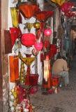 在Souk的五颜六色的被遮蔽的灯在马拉喀什,摩洛哥 图库摄影