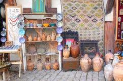 在souk的传统摩洛哥纪念品在Fes,摩洛哥,非洲 图库摄影