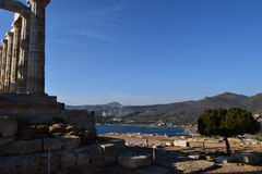 在Sounion观看波塞冬古希腊寺庙  图库摄影