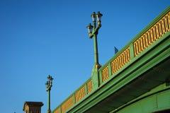 在Southwark桥梁的灯 图库摄影